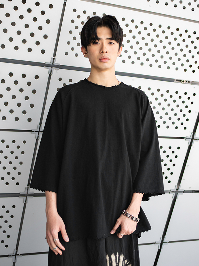 [UNISEX] Sleeve cutting T-shirt