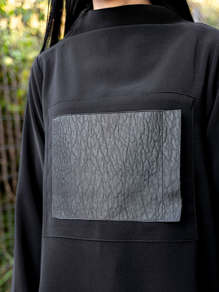 Skin half turtleneck T-shirt